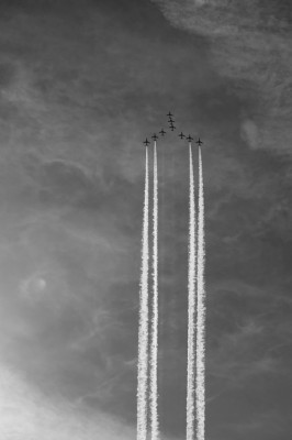 IMAGE Airplanes in formation rise upward like an arrow IMAGE