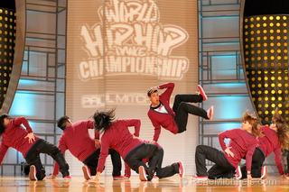[Photo] Dancers from World Hip Hop Championship in red and black